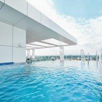 Rooftop Pool (© Radisson Blu Resort)